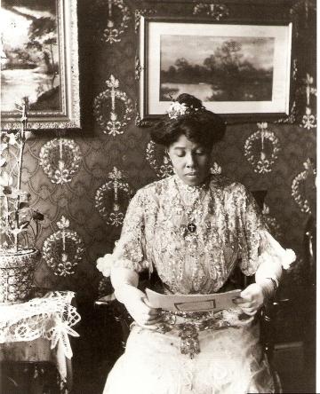 Susan Parker via Black Vintage